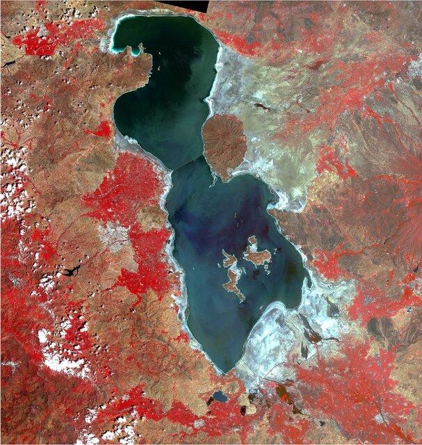 رها سازی ۱۵میلیون مترمکعب آب سد قلعهچای به سمت دریاچه ارومیه